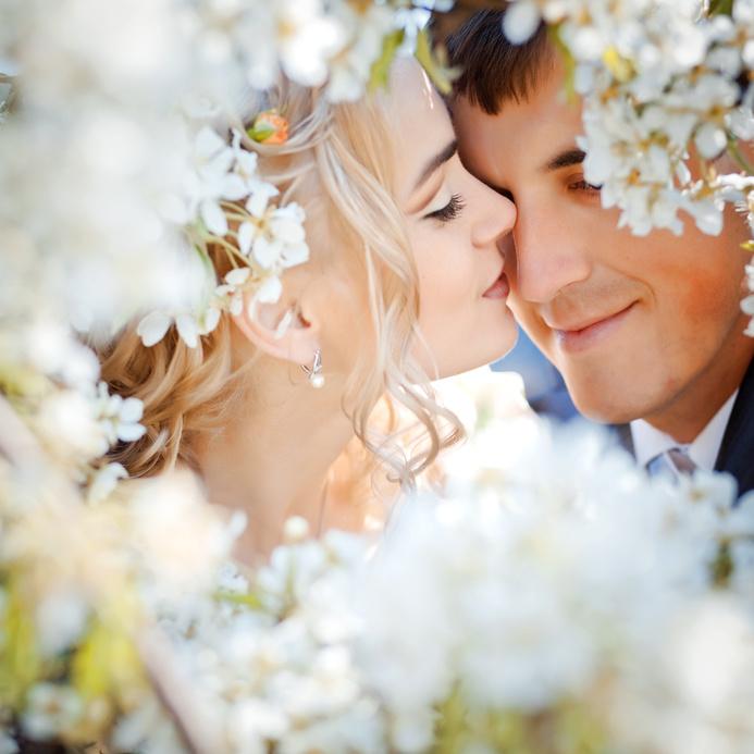 Schöne Ohrringe gehören zum perfekten Hochzeits-Outfit